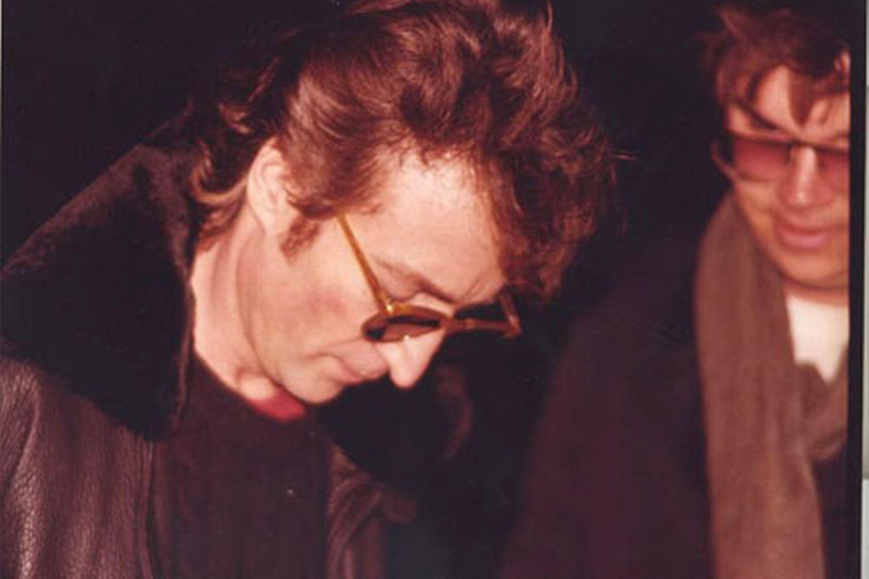 La camisa con la sangre de John Lennon que han vendido por 41.000 dólares