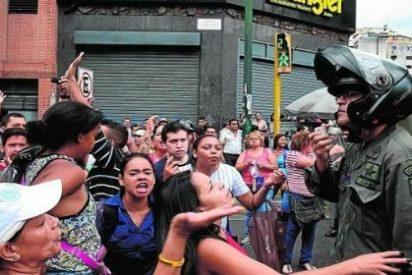 """Así baila el podemita Maduro en la calle a ritmo de gas lacrimógeno: """"¡Tenemos hambre!"""""""