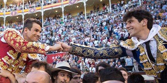 Histórica Beneficiencia: Manzanares y López Simón abren la Puerta Grande de Las Ventas