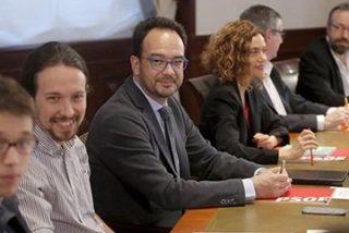 """Monago sacude a una edil de Ciudadanos tras negar la reunión con Podemos: """"Aquí la que mientes eres tú"""""""