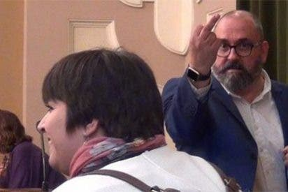 El grosero vicealcalde de Castellón: le dedica una peineta a un exedil del PP