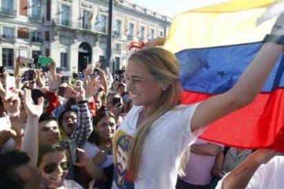 """Bronca entre jubilados podemitas y opositores venezolanos en la Puerta del Sol: """"¡Viva Chávez!"""""""
