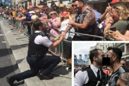 El policía que le pide matrimonio a su novio en el desfile del Orgullo Gay