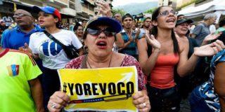 Las viles represalias chavistas contra quienes firmaron por el revocatorio