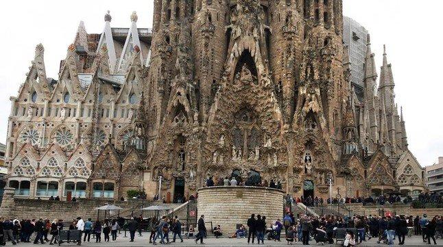 Omella aparta al director de la escolanía de la Sagrada Familia