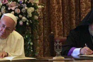 """Francisco y Karekin denuncian """"la inmensa tragedia"""" de la persecución de los cristianos en Oriente Medio"""