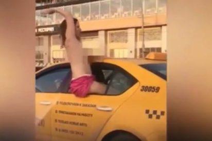 [VÍDEO] La exhibicionista que fornica en un taxi tetas en bandolera