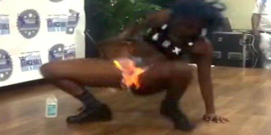 Así se le quema la 'cotorra' a esta bailonga por darle alas al 'twerking'