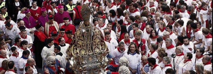 Los pamploneses arropan a San Fermín en la Procesión