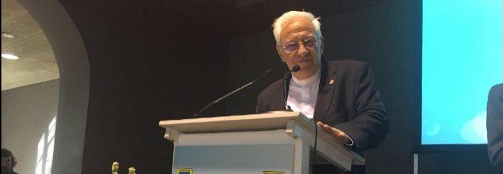 El Padre Ángel reivindica el papel de los abuelos en Cádiz