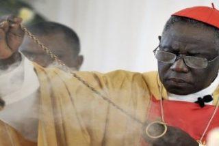 Llueven críticas al cardenal Sarah por pedir que los curas vuelvan a celebrar misa de espaldas al pueblo