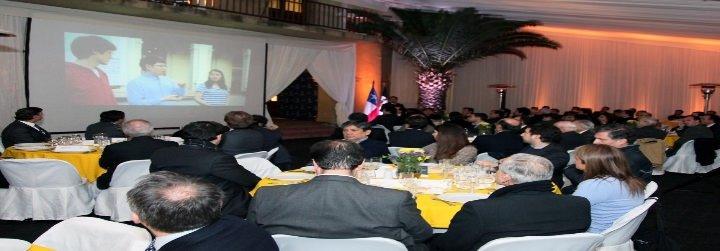 En Chile, 100 líderes católicos se reúnen con 11 obispos del país