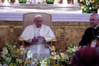 """""""Encuentro privado"""" del Papa con los obispos polacos en la catedral de Cracovia"""