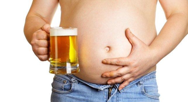 ¿Quieres ganar 5.000 dólares al mes por beber cerveza a troche y moche?