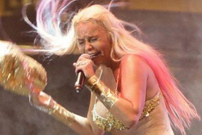 Leticia Sabater termina desnuda su actuación en el Orgullo por la locura de un fan