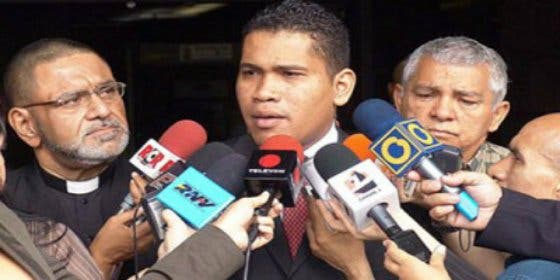 [VÍDEO] Los chavistas meten entre rejas al director de un medio de comunicación opositor
