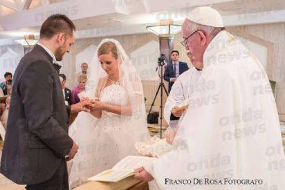 El Papa casó a dos jóvenes sordos italianos en Santa Marta