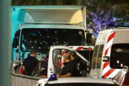 El espeluznante vídeo de la llegada del camión de la muerte en Niza