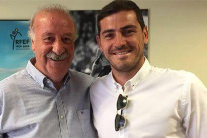 """Casillas y Del Bosque sellan la paz: """"25 años y los que nos quedan. Un abrazo y suerte, míster"""""""