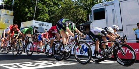 Cavendish firma el triplete en el Tour y ya otea el récord de Merckx