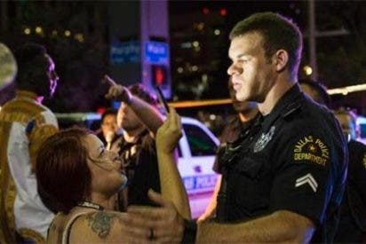 Asesinan a 5 policías en Dallas en venganza por la muerte a tiros de dos negros