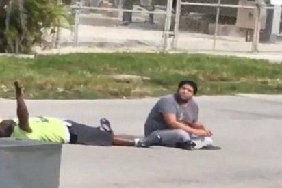 La policía de Miami dispara a un hombre de raza negra, desarmado, tumbado y con los brazos en alto