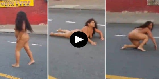 La drogada que se retuerce con el culo al aire y provoca un atasco en pleno Bronx