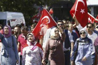Más de 200 muertos y 2.800 militares arrestados tras el intento golpista en Turquía