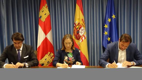 Junta y Ministerio de Fomento suscriben, junto al Ayuntamiento de Valladolid, el convenio para la promoción pública de viviendas protegidas en régimen de alquiler social