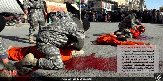 Así decapitan a 4 famosos futbolistas las bestias del ISIS frente a unos niños