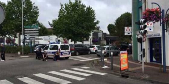 Dos asaltantes a una iglesia de Francia degüellan al cura antes de ser abatidos por la policía