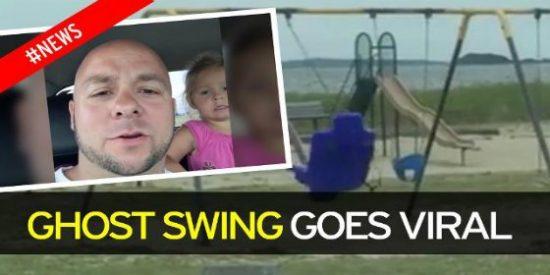 Graba a un fantasma columpiándose en el parque ante su hija