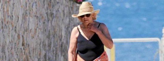 """La abuelita Carmena no se moja con el día sin bañador: """"A mis 72 años, ni loca"""""""