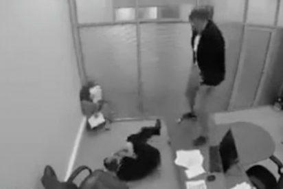 [VÍDEO] Se entera en la oficina de que le ha tocado la lotería... y se mea sobre su jefe