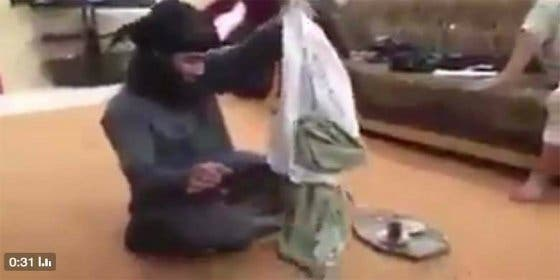 El sádico del DAESH viola a su esclava y unos gordinflones se tronchan de risa
