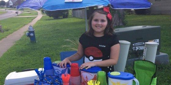 La niña que hace negocio con Pokémon Go: monta una 'pokeparada' para los jugadores