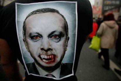 El islamista Erdogan ordena detener a 42 periodistas por el golpe de Estado en Turquía