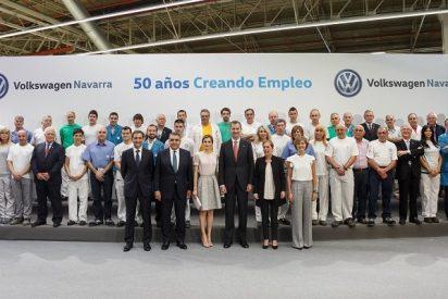 La fábrica de Volkswagen recibe al visita de SS.MM los Reyes