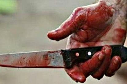 La mujer intenta parar la pelea entre dos drogadictos amigos y la matan de una puñalada en el corazón