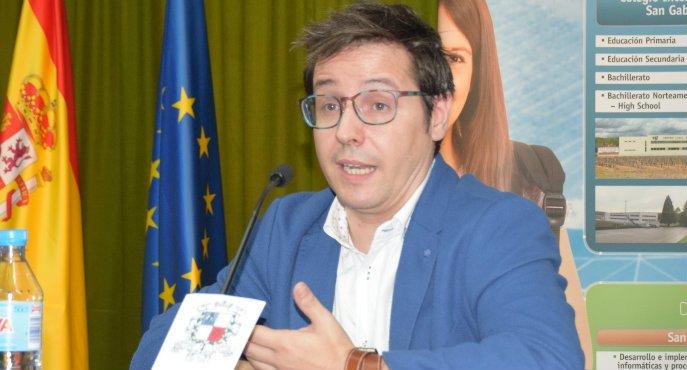 """Sergio Martín, director de 'La Noche en 24 Horas' (Canal 24 Horas RTVE): """"Hay periodistas que tiemblan en una rueda de prensa y a mí me exigen perfección cuatro horas"""""""