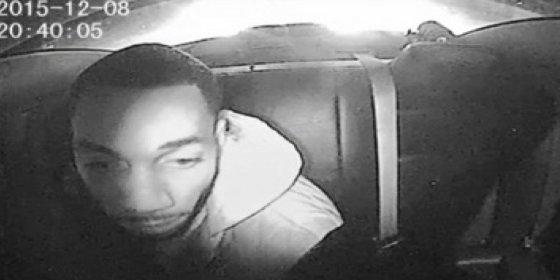 [VÍDEO] Saca un arma oculta en el coche policial y le pegan 47 tiros