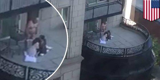 Así hacen una felación dos mujeres a un ricachón en el balcón del Waldorf Astoria