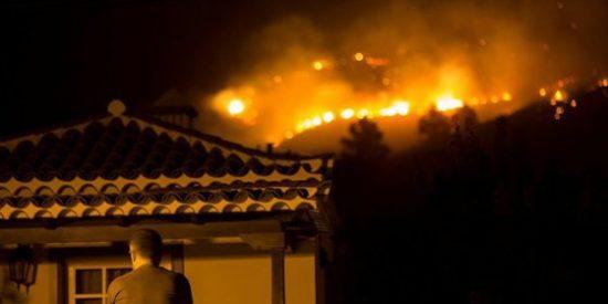 El incendio de La Palma arrasa 3.000 hectáreas, mata a un operario y deja 2.500 desalojados
