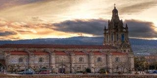 El autoproclamado obispo de Bilbao lleva escolta y tiene mayordomo