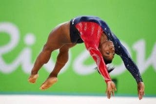Así se ve el doble-triple de Simone Biles en 'slow motion'