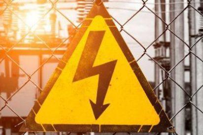 ¿Por qué unos países usan electricidad de 110v y otros de 220v?