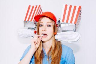 Simone Giertz, la estrella de Youtube que crea los robots más chiflados del mundo