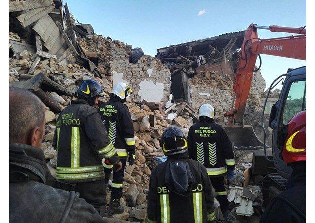 Los bomberos vaticanos rescatan con vida a un niño de tres años