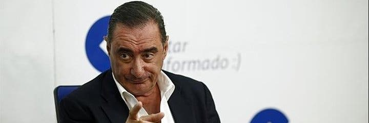 """Carlos Herrera pasaporta a los que le tachan de """"señorito"""": """"Echas cualquier anzuelo y los tontos acuden en tropel"""""""