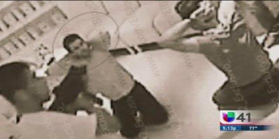 Así secuestran unos narcos a punta de rifle al hijo de 'El Chapo' en un bar